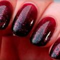 Бордовий колір в дизайні нігтів - фото манікюру