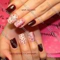 Дизайн нігтів червоного кольору