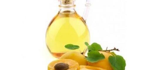 Абрикосова олія для волосся надає живильну, зволожуючу і регенеруючу дію