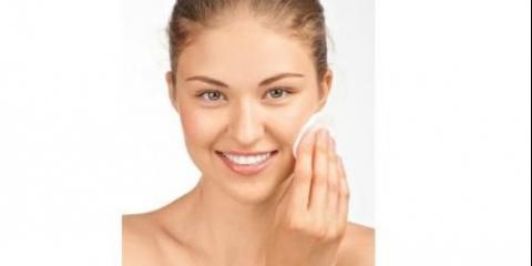 """Часто поняття """"демакияж"""" плутають з базовим очищенням шкіри, однак це зовсім різні речі."""