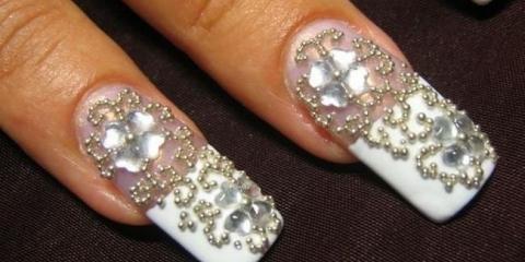 Дизайн нарощених нігтів з блискітками
