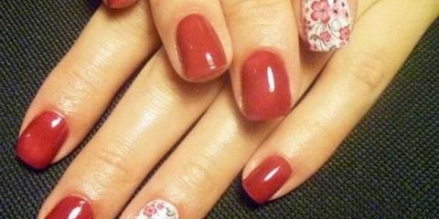 Дизайн нігтів червоний френч