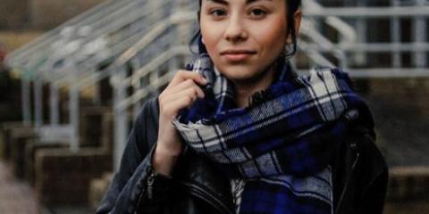 Довгий шарф - головний елемент образу