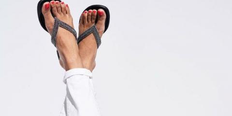 Ідеальний педикюр. 8 порад дівчата-моделі, яка демонструє взуття