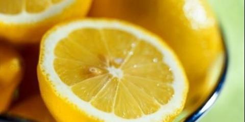 Лимонний лосьйон для сухої і змішаної шкіри обличчя.
