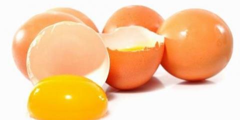 Маска для сяючих здоров`ям волосся з яйця