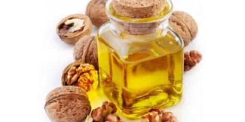 Масло волоського горіха для волосся впорається із завданням харчування і зволоження