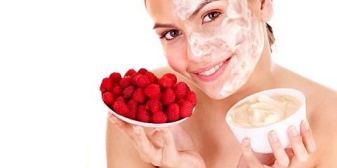 Приготування літніх масок по догляду за обличчям