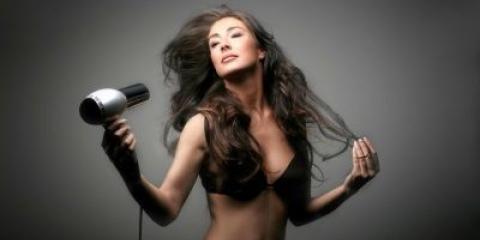 Засоби для укладання кучерявого волосся: поради фахівців з їх підбору