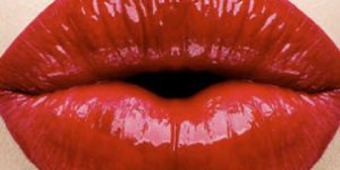 Догляд за губами влітку і взимку. Як зберегти красу і молодість губ