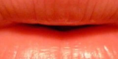 Догляд за шкірою губ