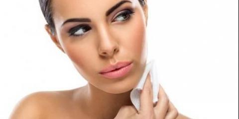 Вологі серветки. Які вибрати для догляду за проблемною шкірою?
