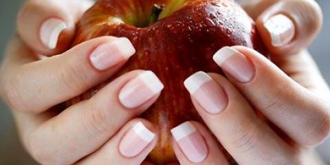 Друге життя прекрасних нагідок: корекція нігтів гелем